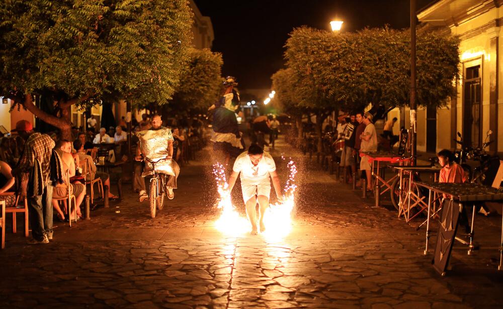 Granada, Nicaragua: Calle Calzada at night