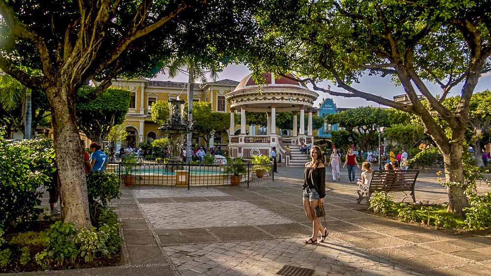 Granada, Nicaragua: Lauri in Parque Colon