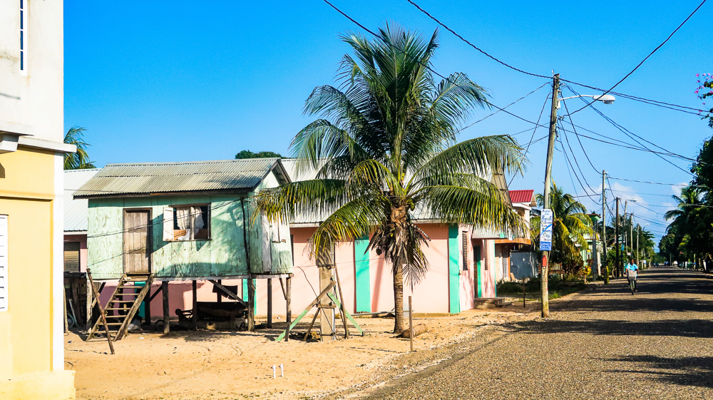 Hopkins, Belize: Colorful house