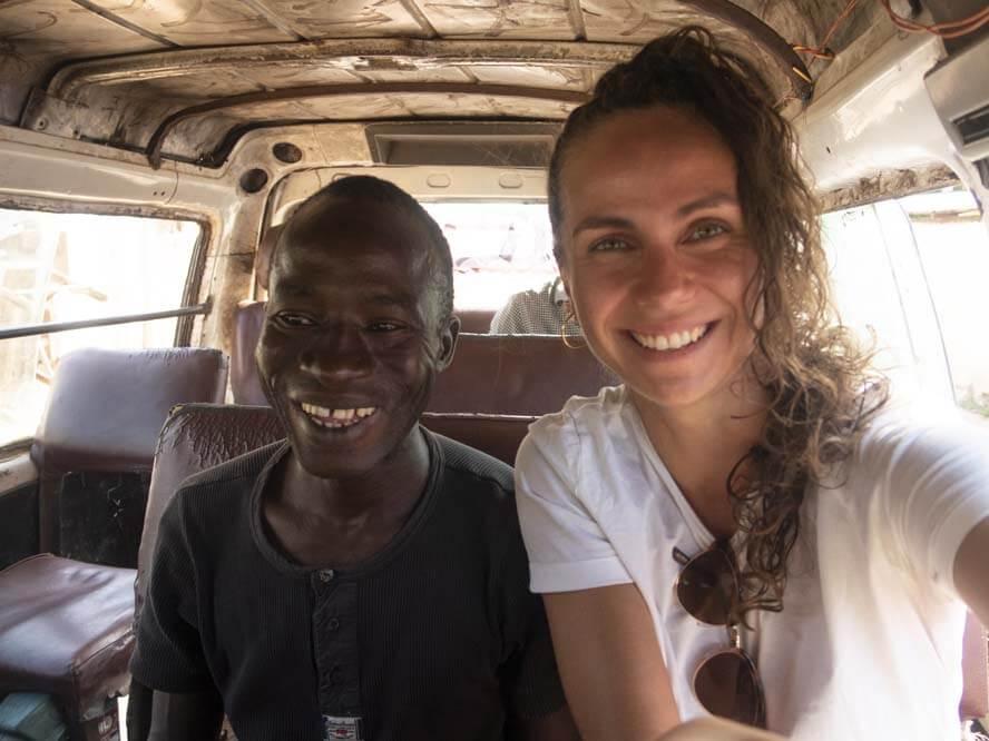 Öffentlich Bus fahren in Gambia