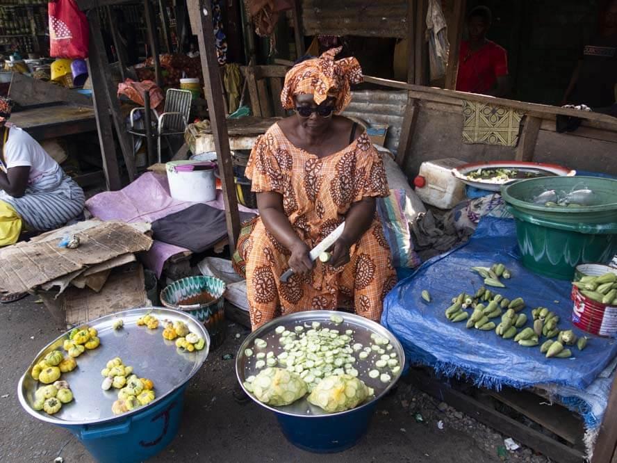 Frau am Markt in Serekund
